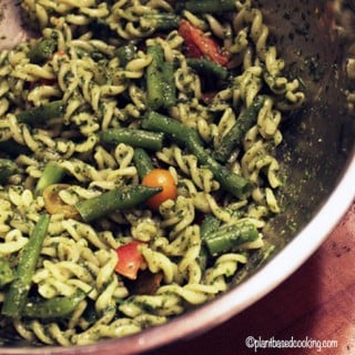 Pasta with Spinach Pesto, Green Beans & Tomatoes