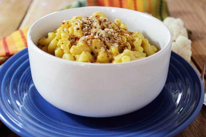 Baked vegan macaroni and cheese