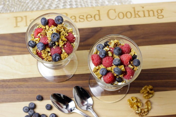 Vegan Yogurt Parfait with Berries and Yogurt