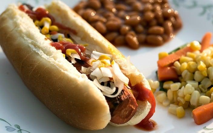 smoky-vegan-carrot-dogs