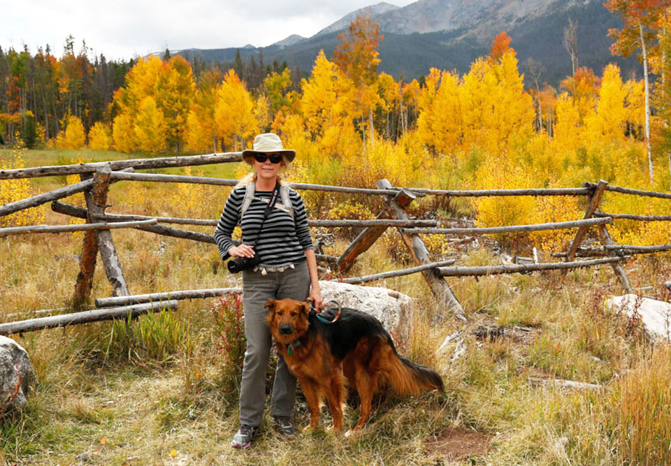 Diane and Abby in front of yellow Aspen trees.